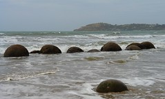 Moeraki Boulders (Uhlenhorst) Tags: travel newzealand landscapes reisen neuseeland landschaften 2011