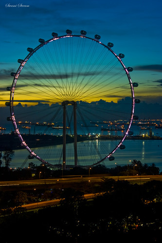 closeup dawn nightshot cbt worldslargest twiligh feriswheel panpacifichotel singaporeflyer swamistream swamistreamcom