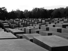 >I (...uno che passava... (senza ombrello)) Tags: bw berlin bn berlino holocaustmahnmal bncitt