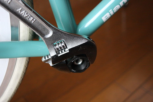 Tighten bottom bracket (right side)