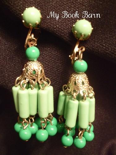 Vintage Gold Tone Green Beaded Dangle Chandelier Retro Clip On Earrings Costume Jewelry