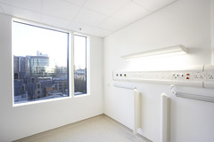 Single Ensuite Room (Barts Health NHS Trust) Tags: nhs imaging whitechapel smithfield blt chemotherapy skanska westwing theroyallondonhospital bartshospital stbartholomewshospital pfi hospitalward cancercentre bartsandthelondon bartsandthelondonnhstrust privatefinanceinitiative bartscancercentre capitalhospitals