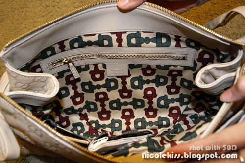 gucci hysteria clutch inside