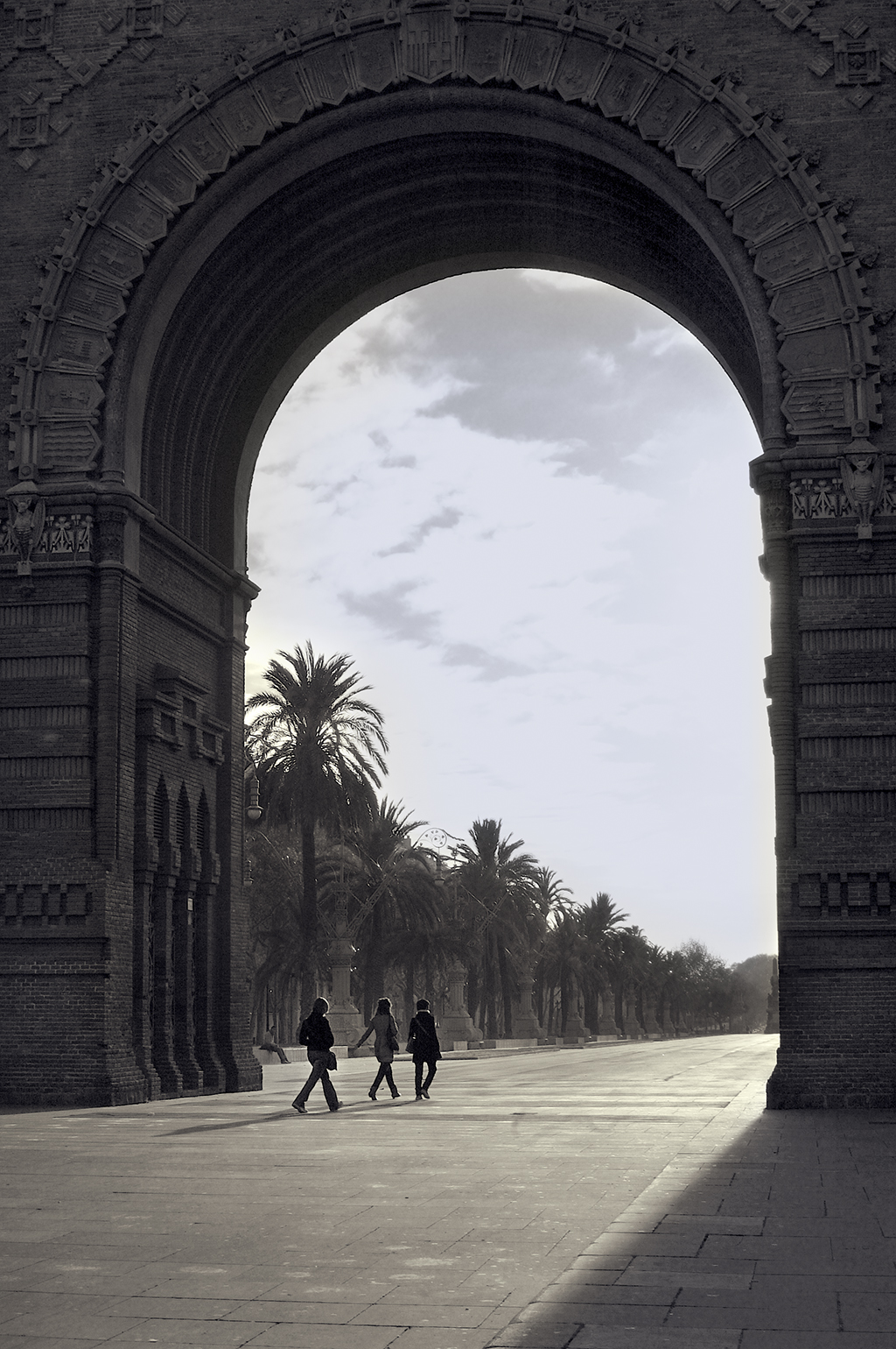 Under The Arc de Triomf [enlarge]