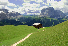 Mountain View... (++NiklasPhotography++) Tags: italien summer italy sun mountains photoshop soleil nikon day view hiking sommer south selva sunny berge di aussicht sonnig 2009 wandern tyrol sdtirol 2010 gardena d60 cs4 wolkenstein langkofel sellajoch niklas94