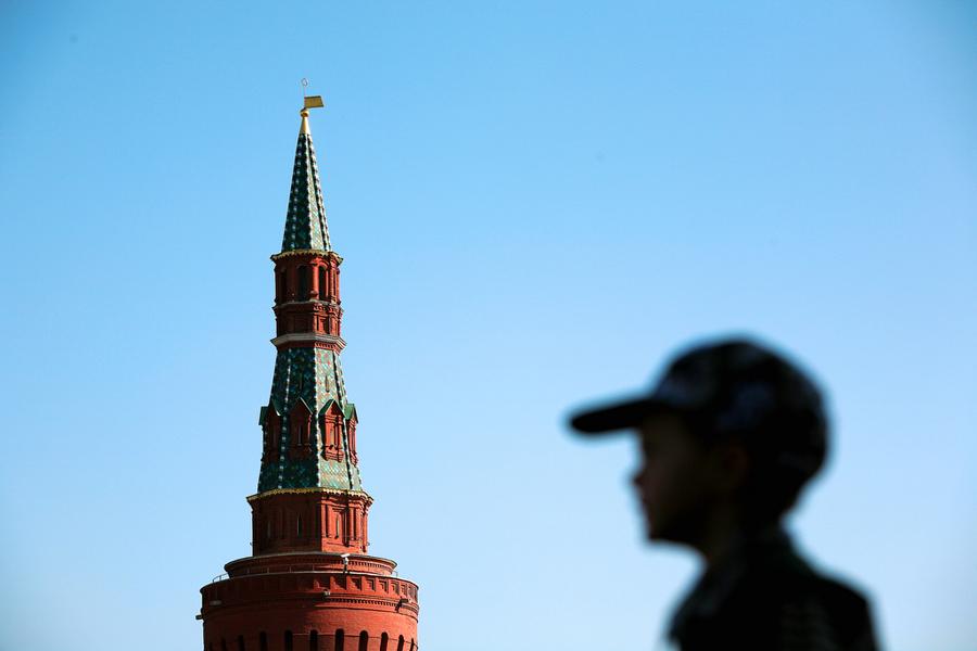 Кремль лицом к лицу 900