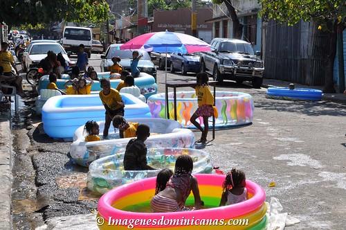 Piscina en el barrio dominicano