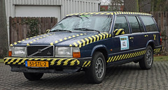 Somebody loves hazard tape (Schwanzus_Longus) Tags: delmenhorst german germany old classic vintage car vehicle station wagon estate break combi kombi dark midnight blue volvo 740gl 740 gl spotted spotting carspotting