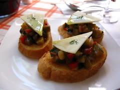 tapa (Little Raven) Tags: restaurant spanish seoul brunch southkorea itaewon  mimadre noksapyeong