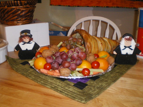 Thanksgiving cornucopia and pilgrims