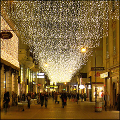 Christmas time in Vienna (pixel_unikat) Tags: vienna christmas street city light lamp gold austria lane graben 500x500 mastersgallery magicunicornverybest magicunicornmasterpiece