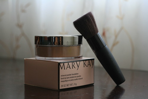 Mary Kay Mineral Powder Foundation in Ivory 2 and Foundation Brush