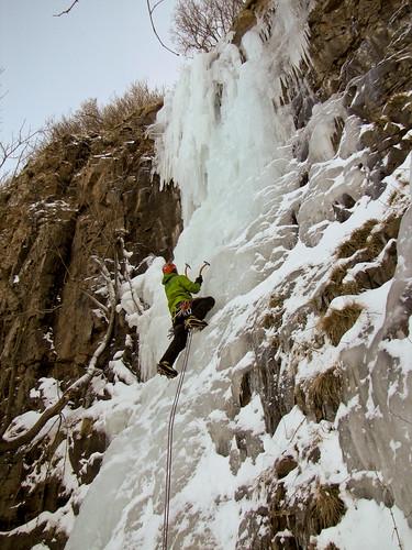 Morten Johansen climbing Hovsfossen WI4 at Hovs Hallar Skåne