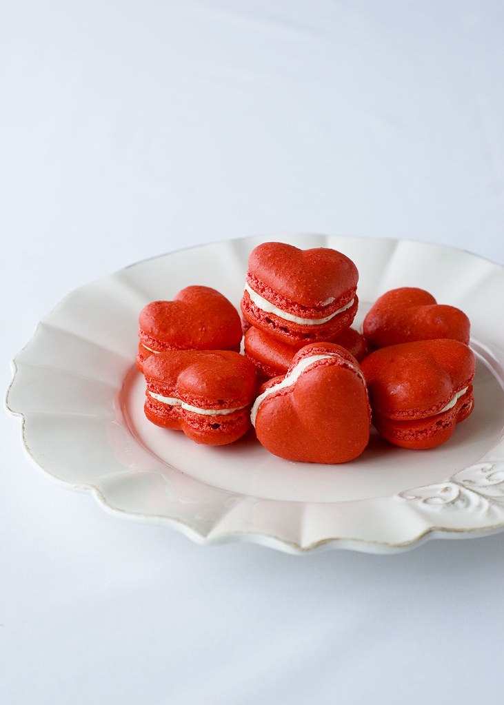 red velvet macarons - plated