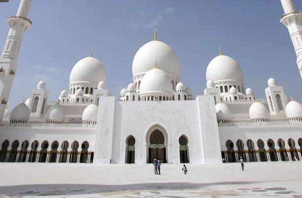 The new Sheikh Zayed mosque in Abu Dhabi