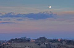 Moonrise memories - Ricordi al sorgere di Luna (Robyn Hooz) Tags: sunset italy moon primavera clouds canon italia tramonto memories sigma os luna hills moonrise colline treviso ovest conegliano 18125 hsm sorgere 1000d saariysqualitypictures