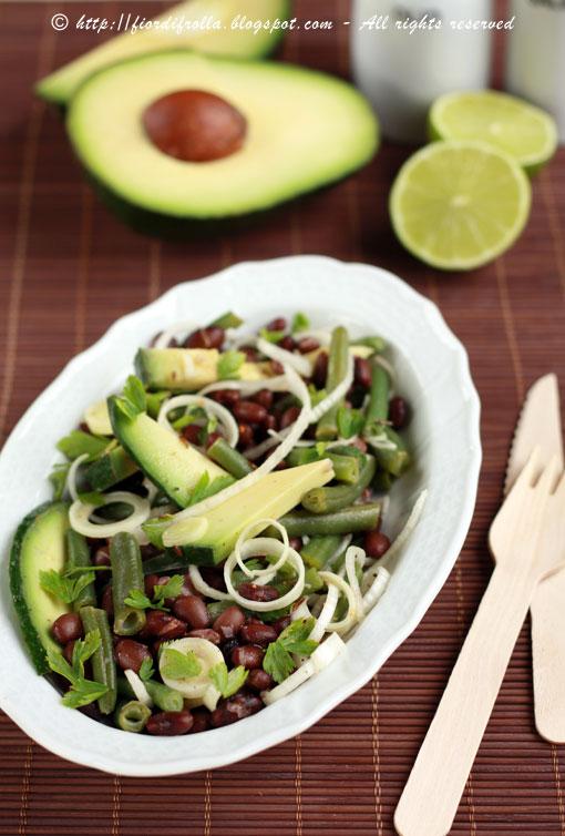 Insalata esotica di fagioli neri e avocado