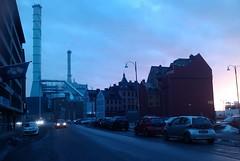Gothenburg (agu!) Tags: lugares gteborg gothenburg gotemburgo suecia sweden sverige calle street industria industry chimenea chimney atardecer sundown ocaso cielo sky