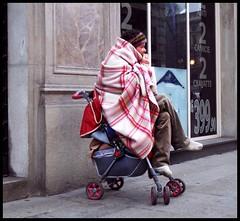 Strane regressioni .. - Milano, Via Dante, city center (emilius da atlantide) Tags: milano libert emilius popolodellalibertestrema extremefreedom