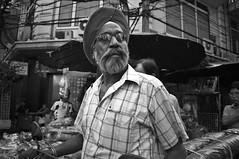 Turbante (Ramon Sanchez Orense) Tags: street portrait people blackandwhite bw blancoynegro thailand calle nikon chinatown gente retrato bangkok tailandia thai mirada lightroom turbante d90 ramonsanchezorense