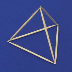 Aneddoto Einstein 2 (aldoaldoz) Tags: albert einstein costruzione quattro poliedro sfera regolare euclide poliedri stuzzicadenti triangoli inscrizione tetraedro inscritto aldoaldoz regolari aldoalddoz equilateri