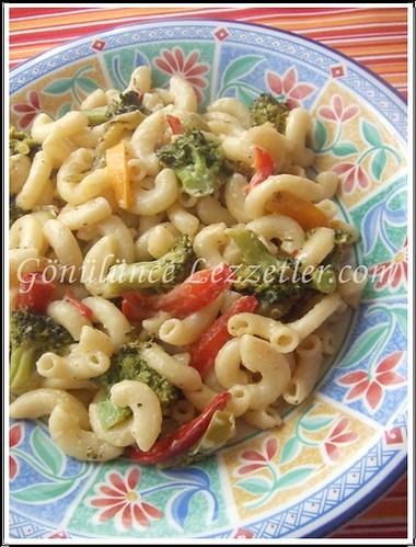 brokolili,biberli ve kremalı makarna 1