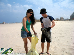 IMG_0299 (Streamer -  ) Tags: ocean sea people green beach nature ecology up israel movement garbage group cleanup clean bags friday  shimon nonprofit streamer bnei initiative kibutz enviornment     ashkelon           ashqelon   volonteers