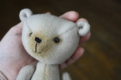 Little Bear (The Craggy Moor) Tags: bear wool vintage friend sweet handmade ooak oldfashioned jointed artistbear cotterpin