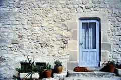 19880900 Frankreich Provence Cassis Türen Tiere Hund (j.ardin) Tags: door dog chien france frankreich hund porte provence cassis tür südfrankreich