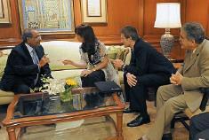 Cristina cerró su gira por India con varios acuerdos