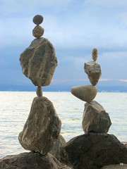 Balancing  -  Oct 12 (Heiko Brinkmann) Tags: sculpture nature water germany ilovenature deutschland stones balance bodensee balancing rockbalancing lakeconstance rockbalance langenargen stonebalancing gleichgewicht stonebalance steinbalance hickoree