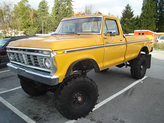 1975 Ford F-250 4X4 Pickup Truck (Custom_Cab) Tags: ford up wheel yellow truck four drive 4x4 4 4wd pickup 1975 pick lifted f250
