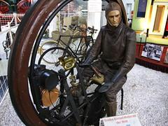 Einrad-Motorrad (pilot_micha) Tags: museum germany deutschland d motorcycle oldtimer motorrad halle2 technikmuseum badenwürttemberg sinsheim automuseum autoundtechnikmuseum autotechnikmuseumsinsheim einradmotorrad baujahr1894