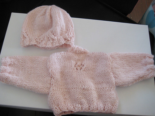 baby-sweater-hat-back