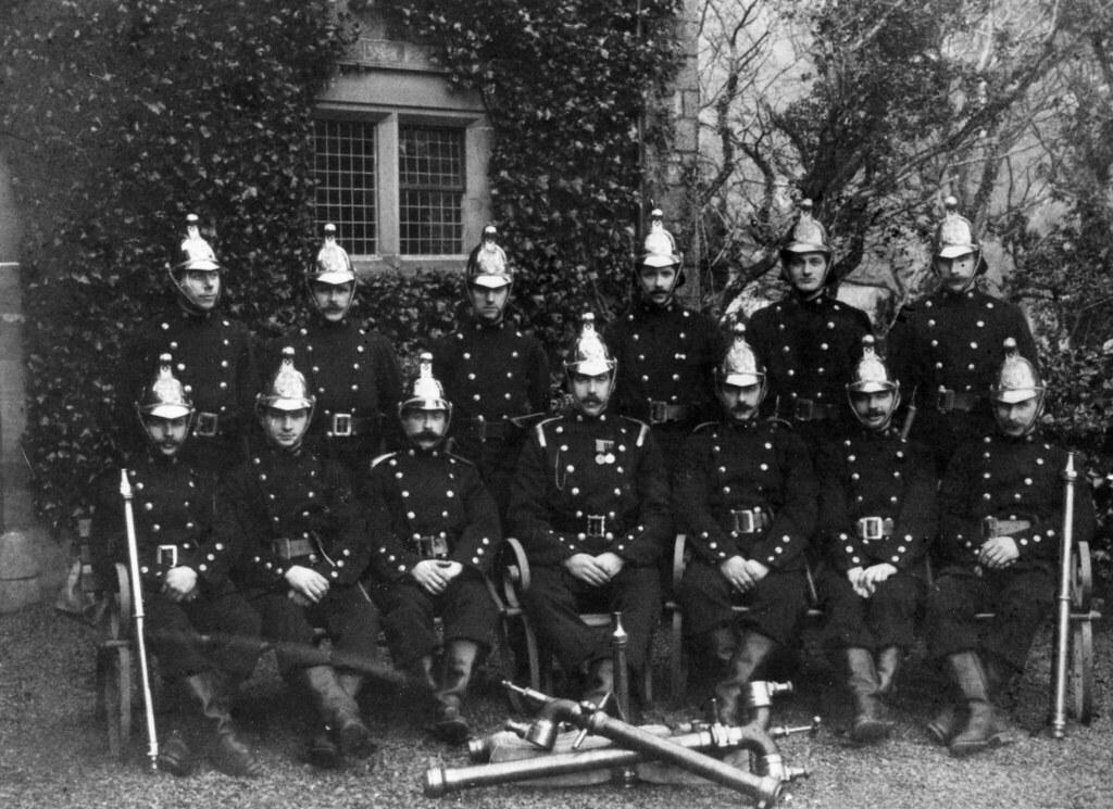 Tanddifforddwyr 1912 Firefighters