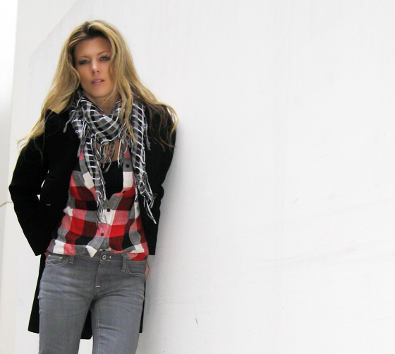 plaid-shirt-gray-jeans-chain-boots-2