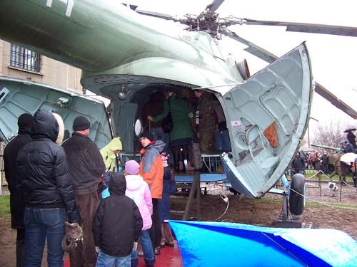và được biết người Việt mình rất …nghịch. Thích đi thăm quan và muốn… lái máy bay trong bảo tàng.