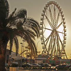 Ferris wheel / Noria / Roda-gigante (jovidoes) Tags: espaa costa art valencia port puerto atardecer evening photo interesting spain espanha flickr gallery afternoon foto photographer arte photos harbour top feria explore ferriswheel espagne litoral flu grao tarde estacin photostream belleza rodagigante atracciones visin percepcion finearts equilibrio armona explanada sellection expolore comunitatvalenciana jovidoes joaquinvicente joaquinvicenteespilluch joaquinespi joaquinespilluch