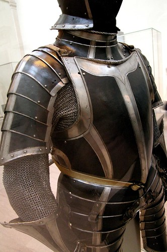 Black and white infantry armour by THoog.