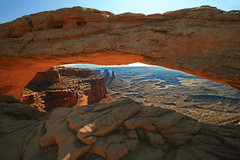 Mesa Arch, Canyonlands NP (Patrick Berden) Tags: usa holiday vakantie utah arches 2009 mesaarch islandinthesky canyonlandsnp washerwomanarch 090821usa2009