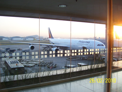 Philippine Airlines Flight Review: Manila to Hong Kong on a B777 (2010)