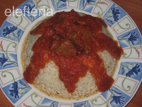 κοκκινιστο με ρυζι