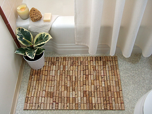 wine cork bath mat por craftynest.