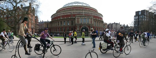 The Tweed Run in front of Royal Albert Hall