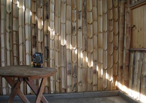 BambooQ House – בית מגורים חדש למשפחה בת שבע נפשות. הבית נבנה תוך שלושה שבועות על ידי צוות של שלושה עד שמונה אנשים העובדים בו-זמנית