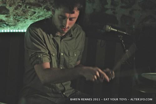 BARS'N RENNES 2011 : EAT YOUR TOYS au Sambre