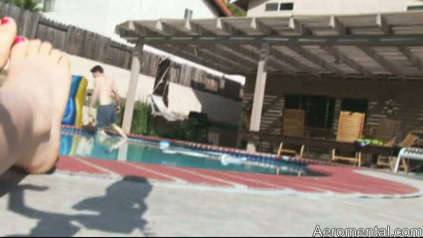 Paranormal Activity pool piscina