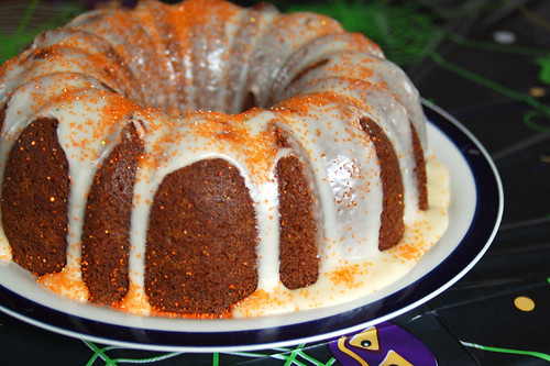 Halloween 2009: Pumpkin bundt cake.