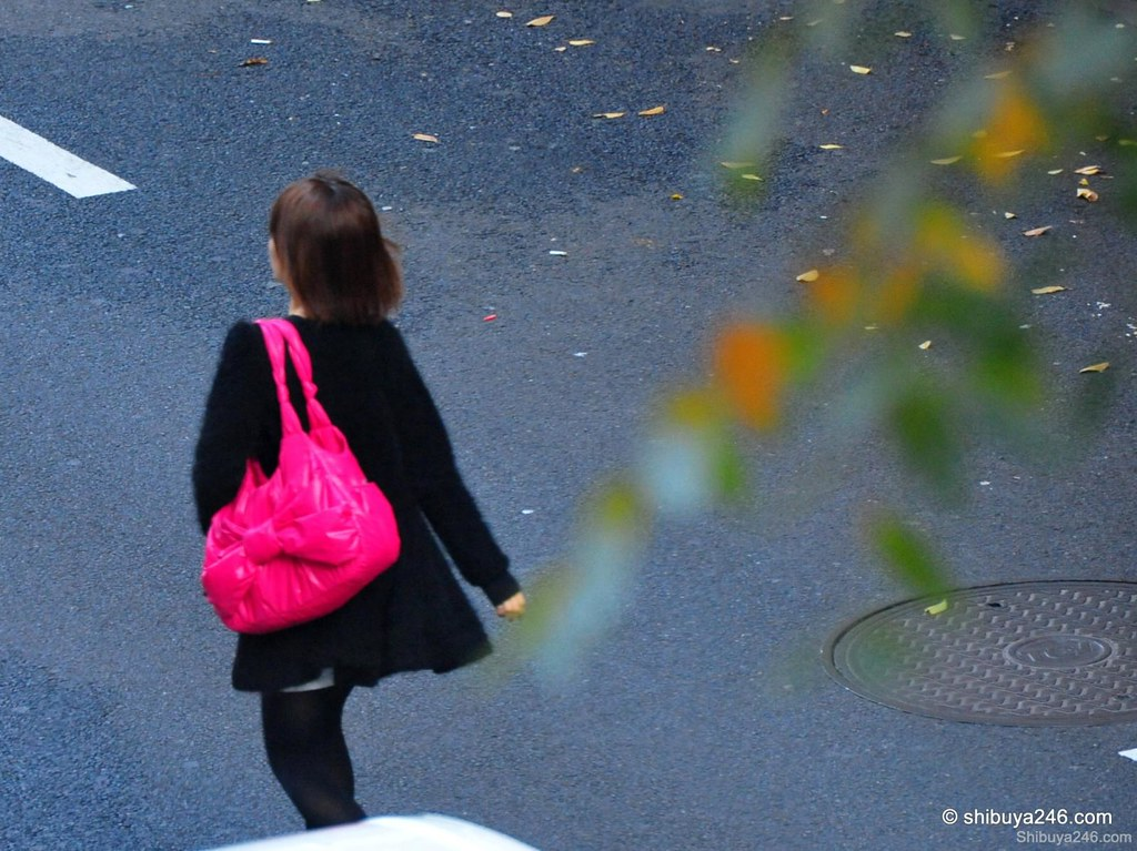 A really bright pink bag here with a bow, the focus point of this outfit. I like the blur of the trees in this shot reflecting her movement in the shot