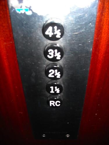 pulsantiera di ascensore alla francese